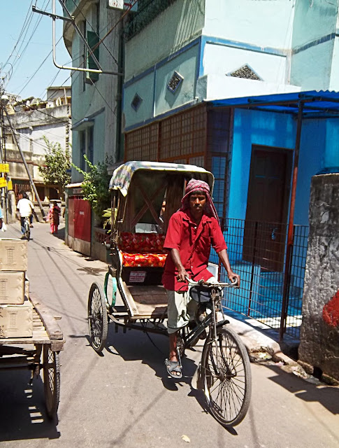 kolkata cycle rickshaw and driver