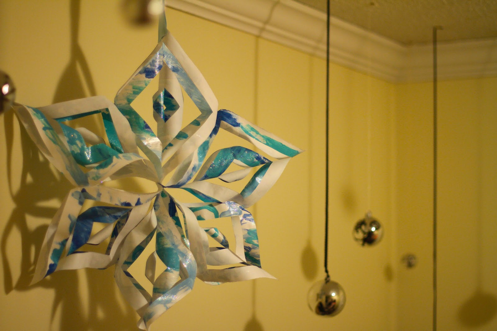 3d paper snowflakes gift wrap ideas