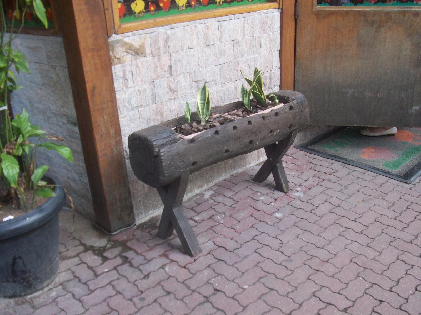 cativa artesanato Bancos de madeira de demolição do Uruguay