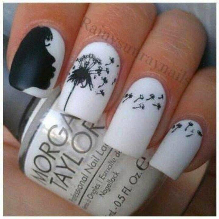 На черных ногтях белый рисунок