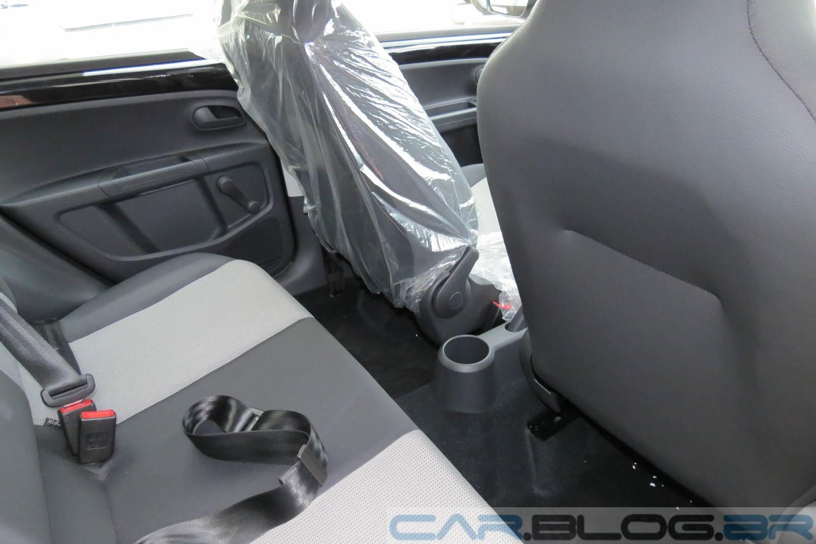 Volkswagen up! - interior - espaço traseiro
