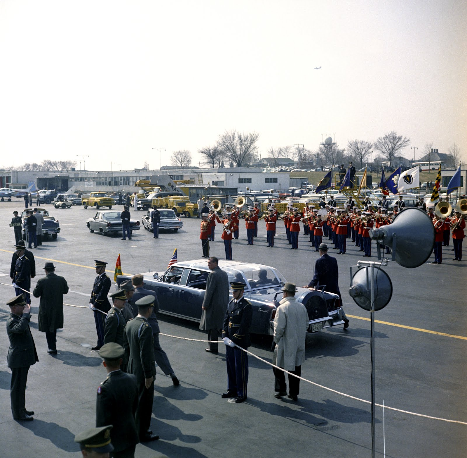 3/20/62: full bubbletop, agents beside limo