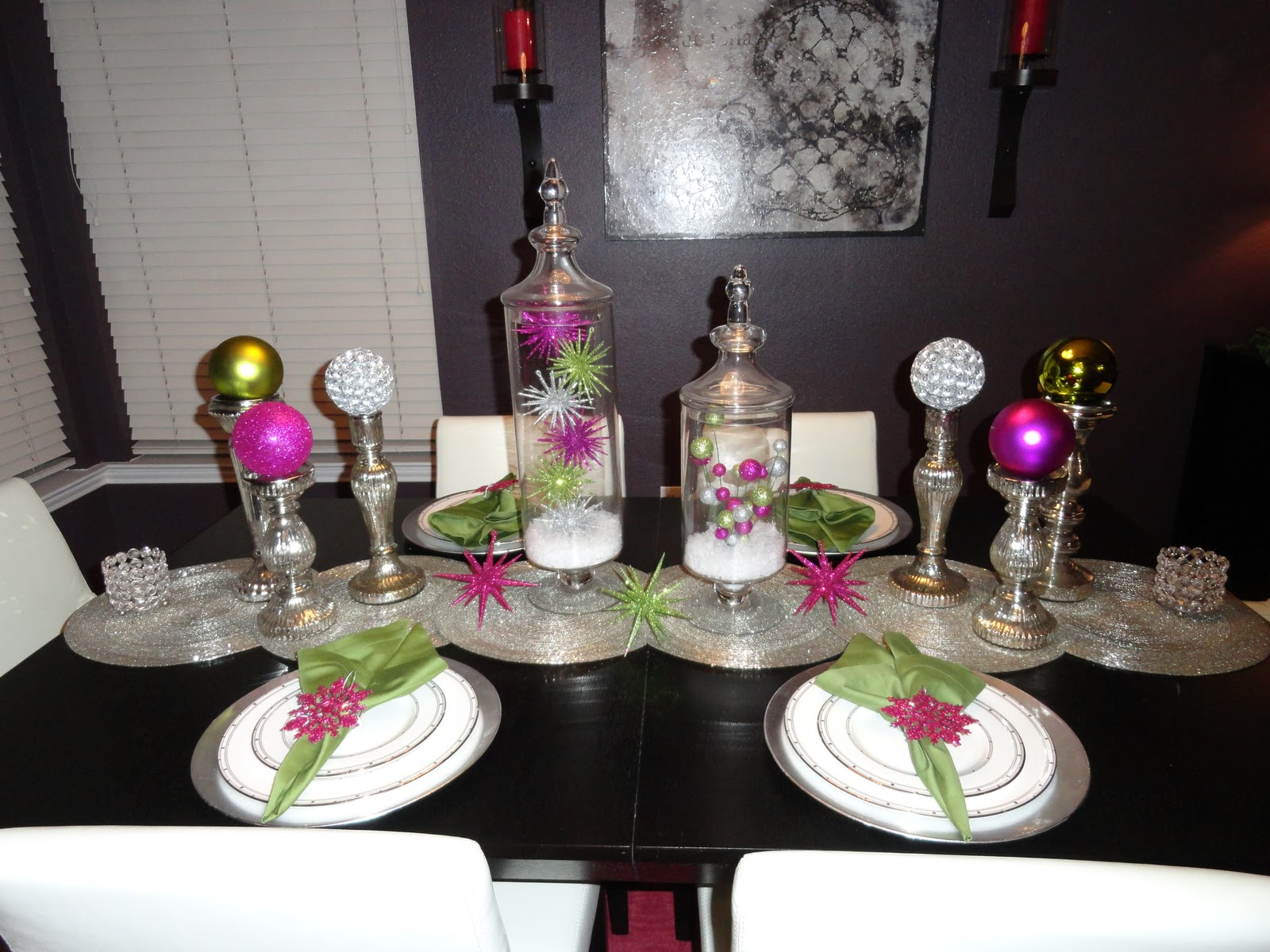 the dressing room dining room table christmas decor
