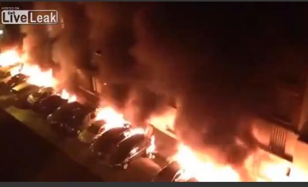 Αυτά που συμβαίνουν στην Γαλλία μας τα κρύβουν – Δείτε βίντεο 26 αυτοκίνητα να καίγονται απo λαθρομετανάστες