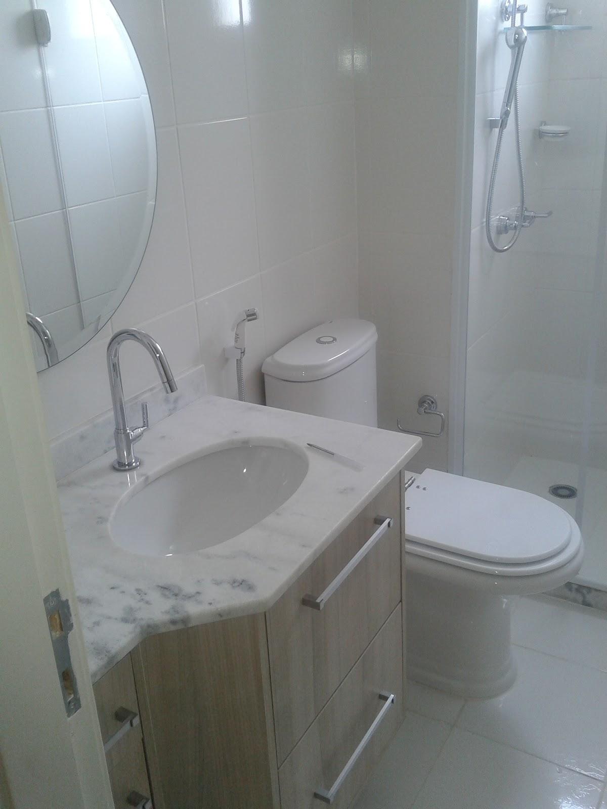 Banheiro já personalizado com móvel de gabinete torneira e ducha  #4B6A80 1200x1600 Acessorios Banheiro Deca