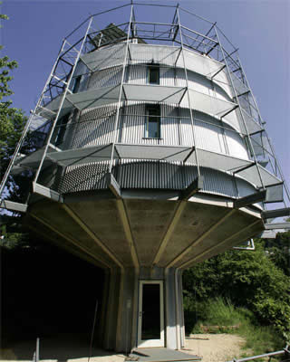 10 Homes that Defy Gravity/Amazing Houses