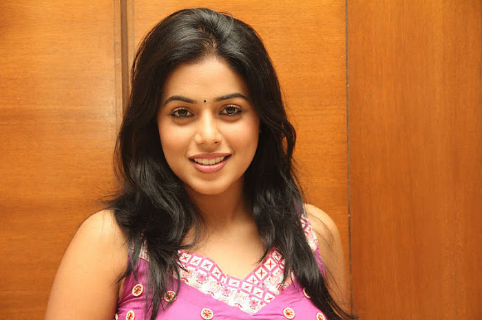 poorna @ greenpark cake mixing event actress pics