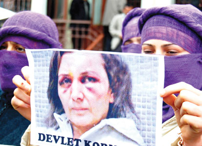 Turkey women abuse protest