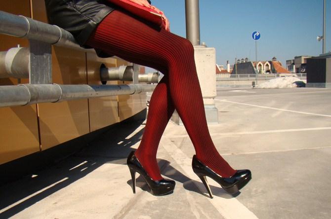 fashion blogger maya madanska from iheartmaya wearing romwe black leather shorts, black zara transparent shirt, asos black perfect heel court shoes, asos red clutch, asos gold bow ring