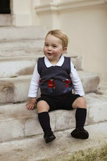 William et Kate sortent trois clichés de leur petit prince