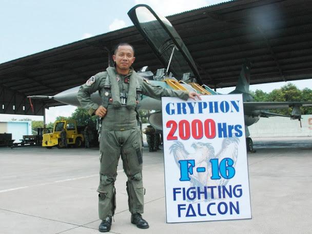 Warta Militer Indonesia, Letkol Pnb Setiawan, yang berhasil meraih 2000 jam terbang