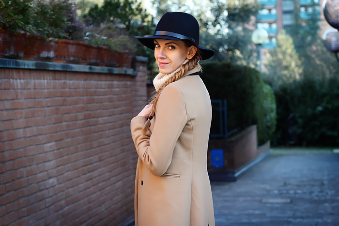 camel coat, fedora, fall outfit