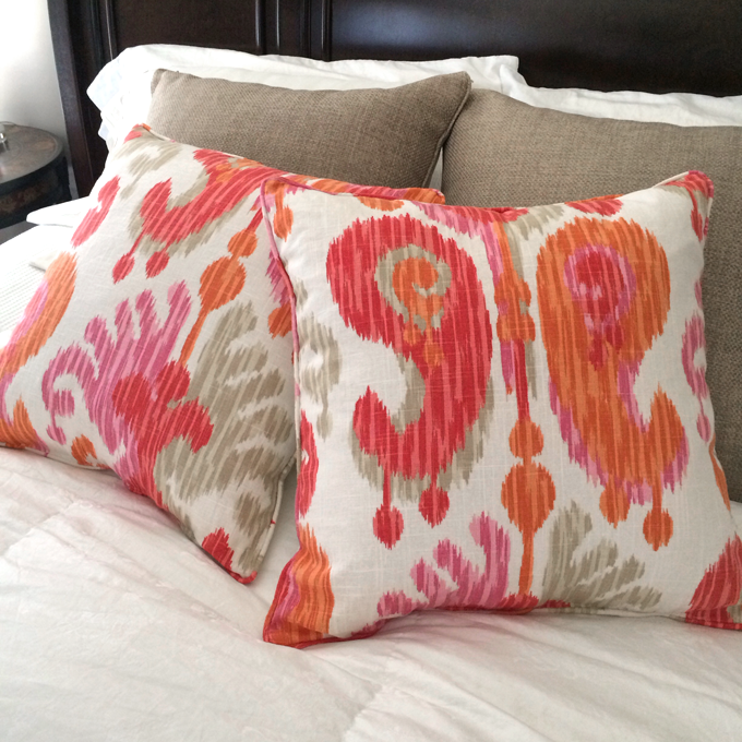 bedding-pink-orange-throw-pillows