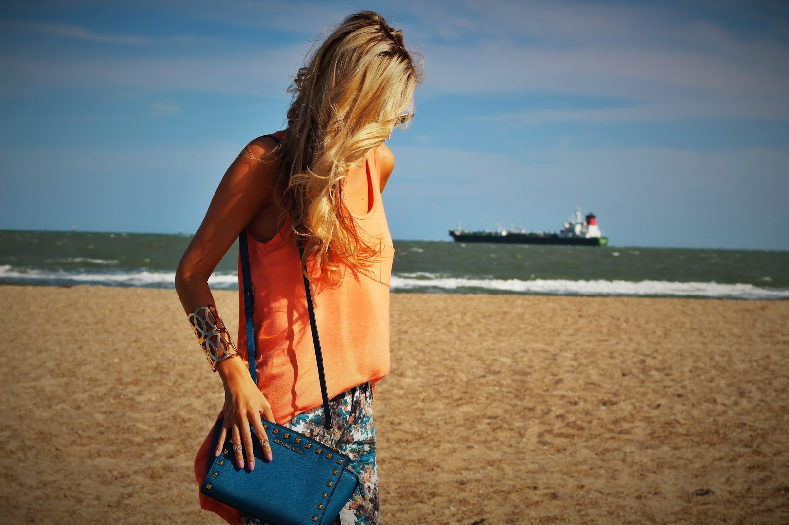 http://www.fabphilosophy.blogspot.com/2014/04/outfit-of-day-brights-on-beach.html