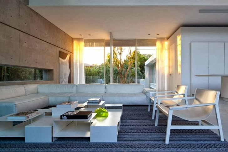Living room in White Ramat Hasharon House by Pitsou Kedem Architects