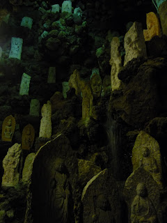 Lots of (one thousand) statues of budda in the Kosanji Temple cave