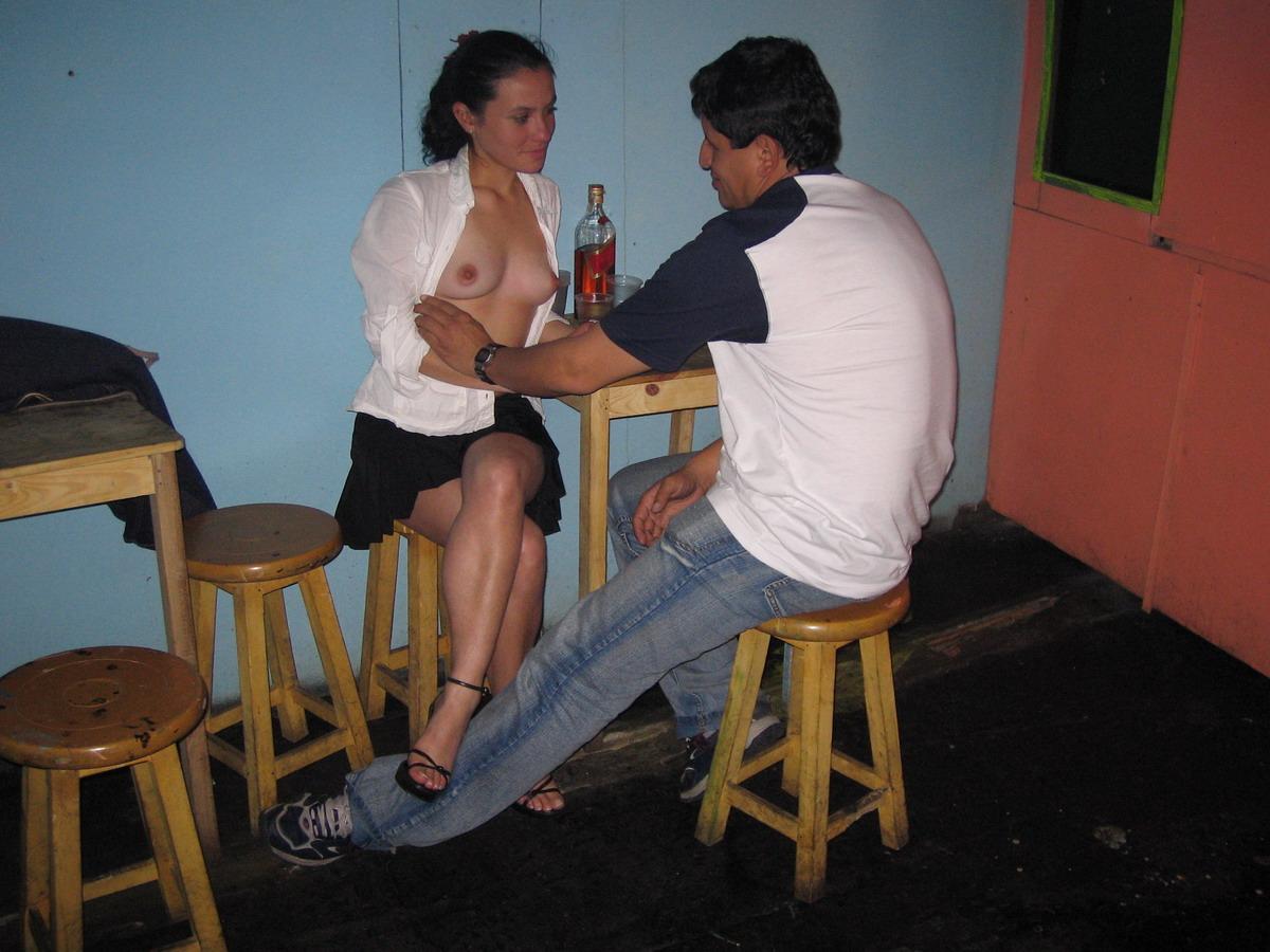Esposa se folla a un amigo marido