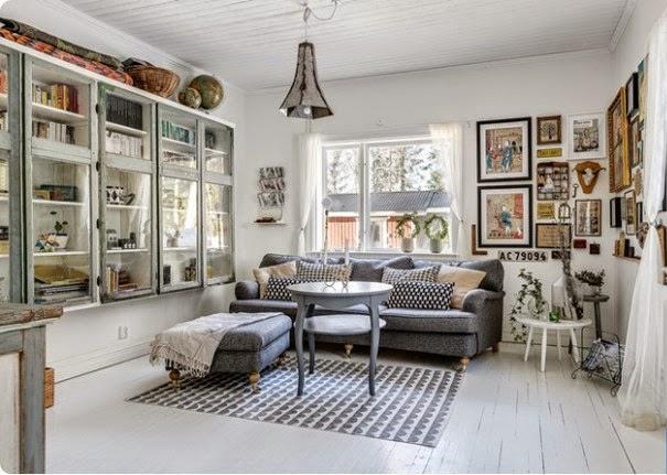Salón con mueble gris y textiles nórdicos