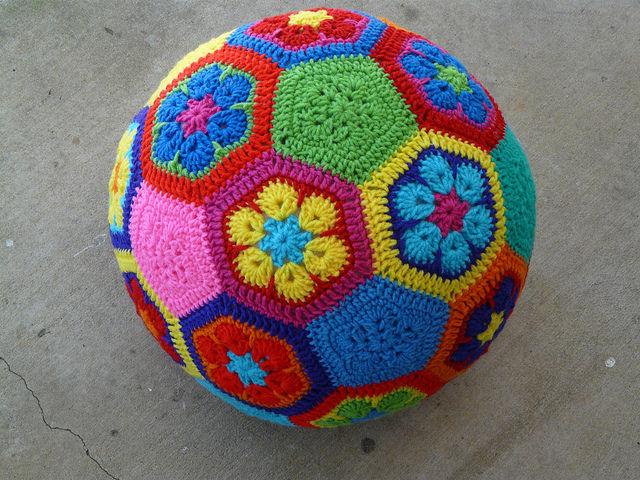 African Flower Hexagon Crochet Pattern Free : Blij dat ik brei: Bal van Afrikaanse bloemen