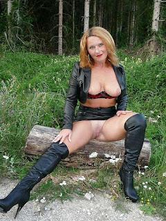 twerking girl - rs-15-770463.jpg