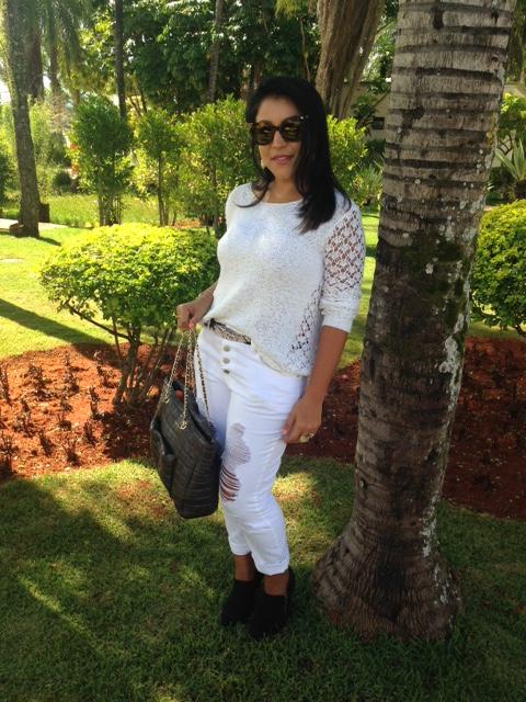 All white: Calça branca e tricot branco