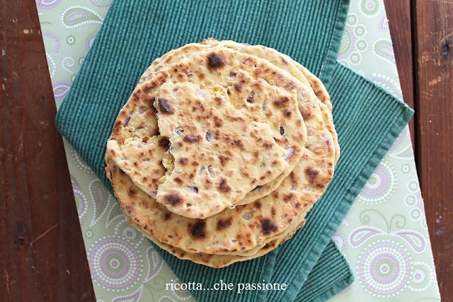 pane indiano con farina di ceci e senza lievito