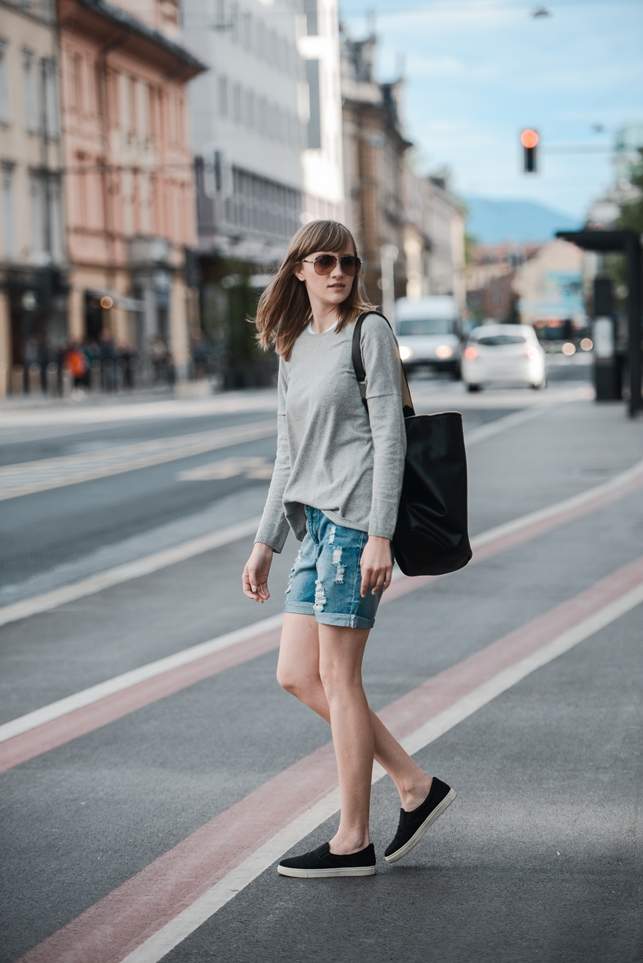 boyfriend shorts, grey sweater, black slip on sneakers, outfit, blogger