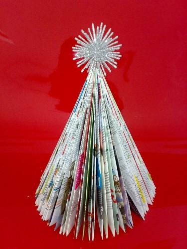 decoracao arvore de natal reciclavel : decoracao arvore de natal reciclavel:Árvore de Natal feita de Revistas