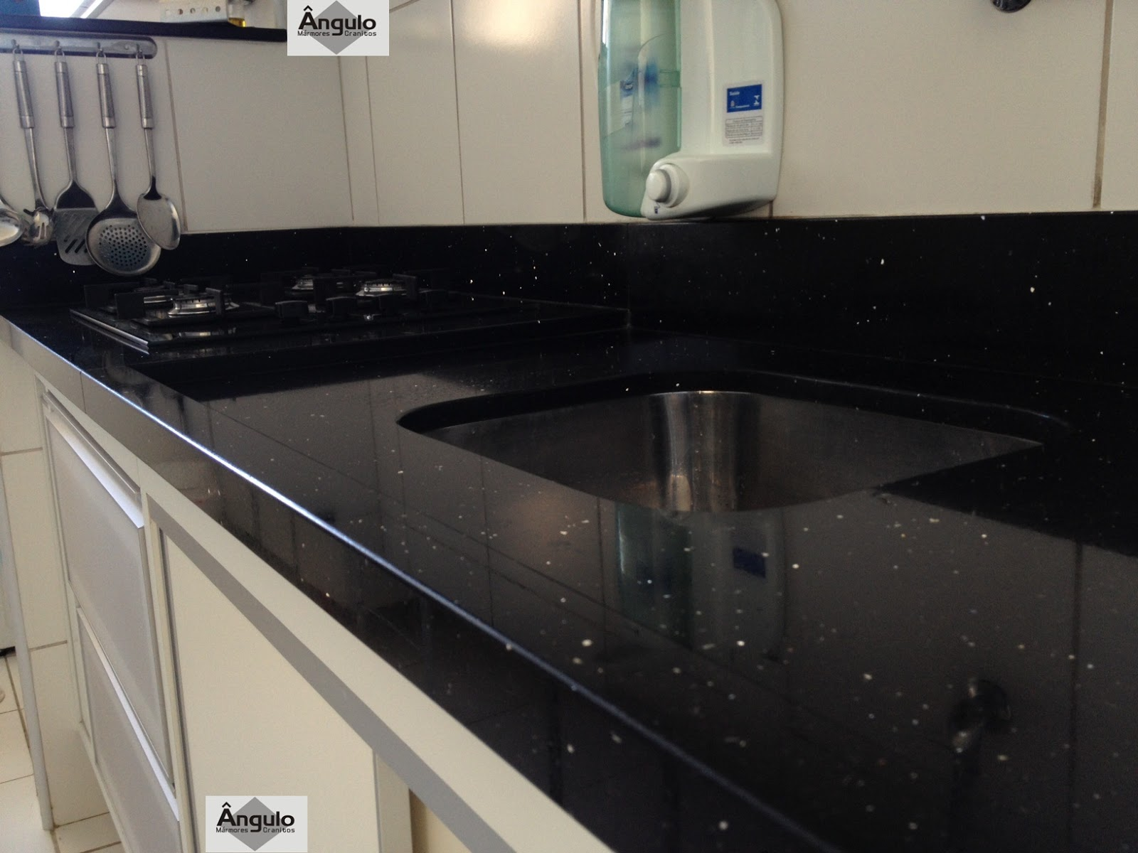 Ngulo m rmores e granitos cozinha em silestone negro stellar - Encimera de granito o silestone ...