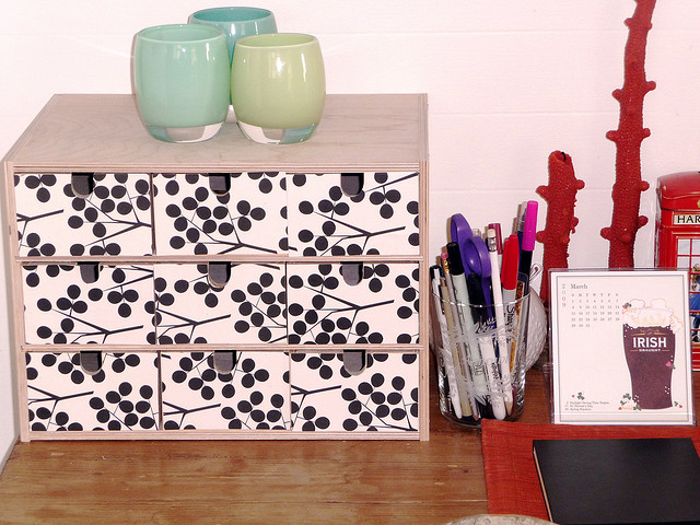 Seaseight design blog diy ikea moppe the mini chest for Ikea carta da parati