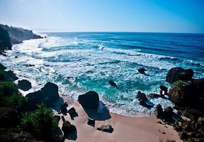 9 Pantai Paling Eksotik di Indonesia yang Wajib Kamu Kunjungi selain Bali dan Lombok