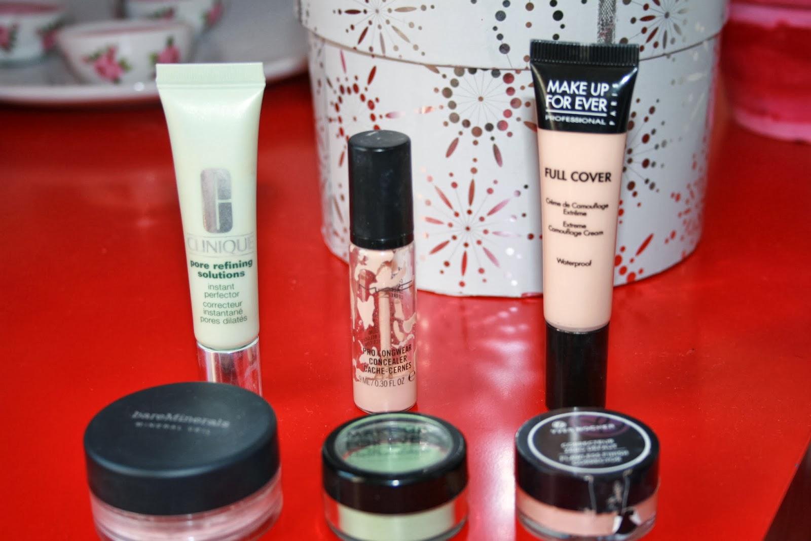 La crème médicale tonale pour la peau des acnés