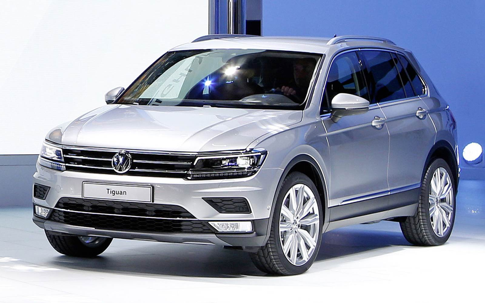 vw tiguan 2016 v deo com detalhes externos e internos car blog br. Black Bedroom Furniture Sets. Home Design Ideas