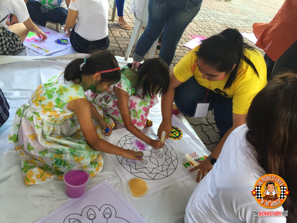 children making Rangoli