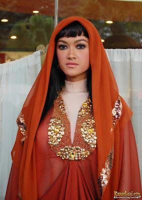 julia perez tampil dengan baju muslimah terbaru