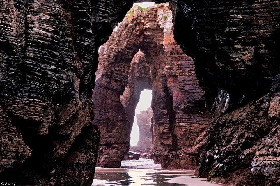 شاطئ الصخور القوسية