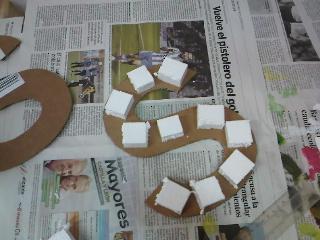 Crea vintage c mo hacer letras de cart n para decorar - Decorar letras de corcho blanco ...
