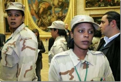 [Image: muammar_algaddafi_female_bodyguards_12.jpg]