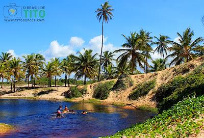 Rio Imbassaí, na Praia de Santo Antônio, no Litoral Norte Baiano