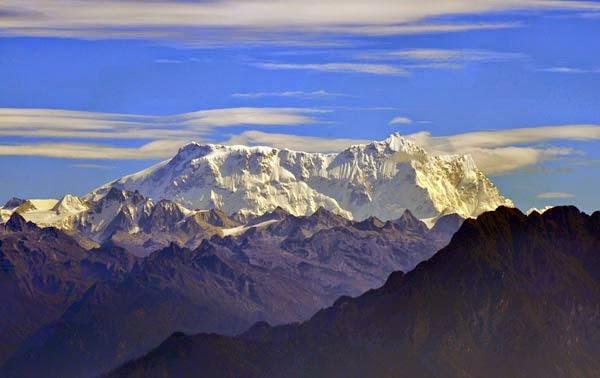 Gangkhar Puensum  Gunung Tertinggi di Dunia yang Belum Didaki