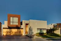 foto fachada de casa moderna bonita con formas cuadradas