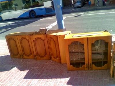 yo vivo en barcelona y estoy harto de ver a personas que buscan entre los muebles usados metales u otras cosas que puedan vender en el chatarrero y