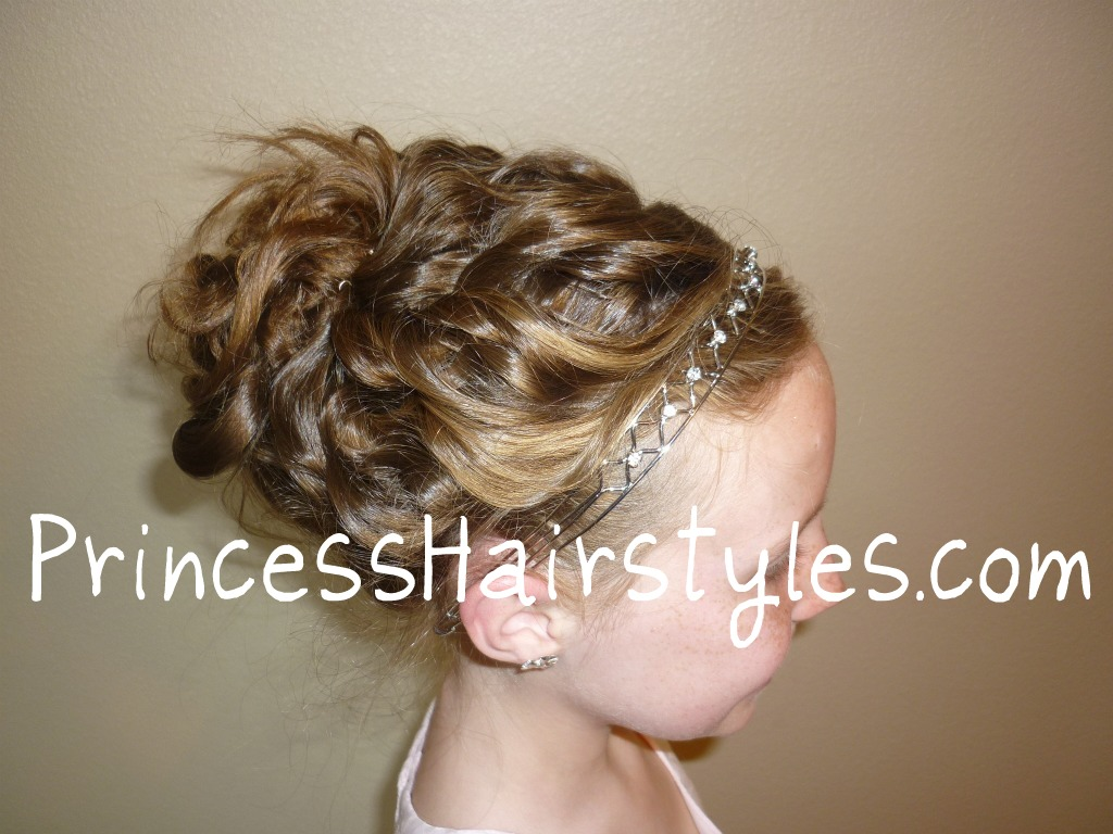 see this working for a wedding hairstyle for the bride or flower girl ...