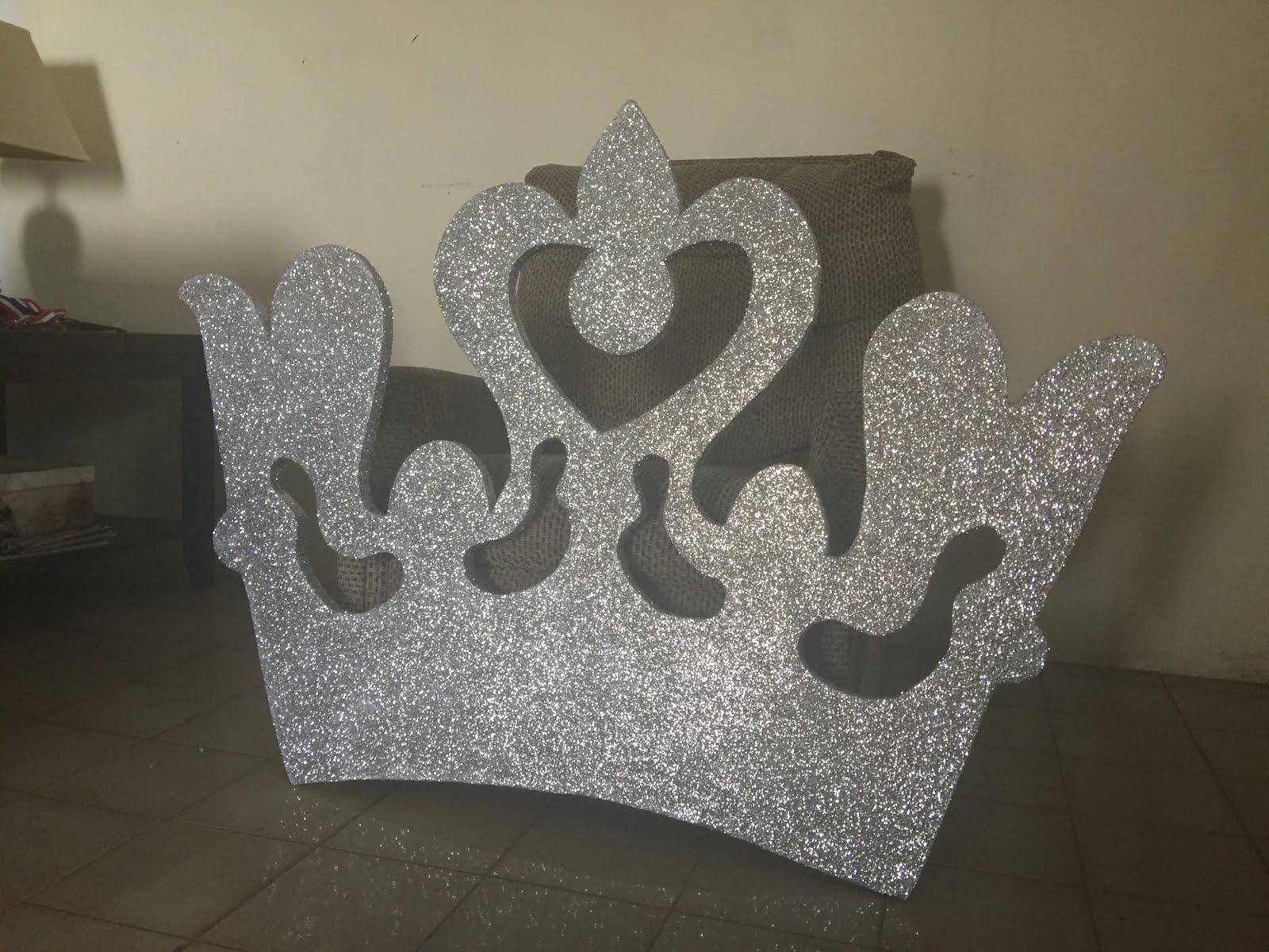 Corona de tres pies en fon