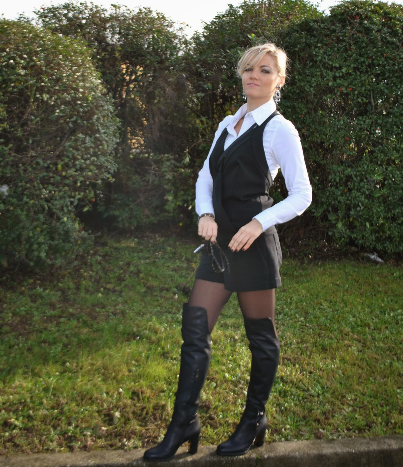 outfit salopette nera denny rose camicia bianca only outfit playsuit how to wear playsuit outfit dicembre 2014 outfit invernali   stivali al ginocchio  danilo di lea over knee boots danilo di lea how to wear over knee boots outfit over knee boots outfit bianco e nero outfit black and white abbinamento bianco e nero how to wear jumpsuit outfit jumpsuit abbinamenti jumpsuit abbinamenti salopette occhiali da sole carrera bracciali rosateresa collezione millelire rosa teresa outfit dicembre 2014 outfit per le feste christmas outfit cosa indossare a natale outfit easy chic outfit comfy chic borsa mini selma michael kors borsa mini selma nera e grigia michael kors fashion blogger italiane fashion blog italiani italian fashion bloggers italian girls mariafelicia magno fashion blogger colorblock by felym fashion blogger bionde