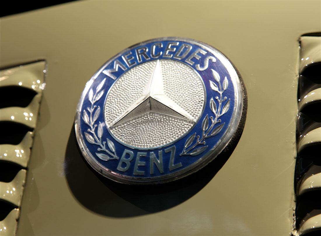 1960 mercedes benz lk 338 kipper primierauto for Mercedes benz badge