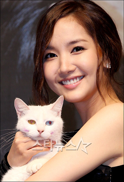 park min young showing some sexy skin 02