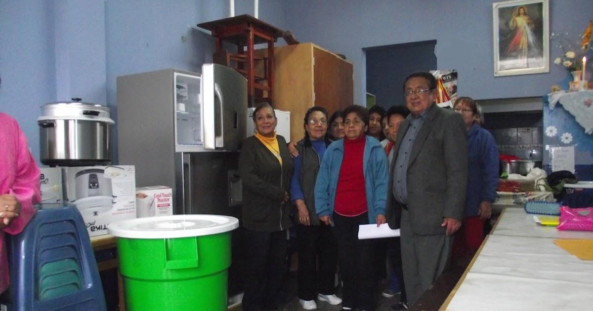 Ca ete tv canal 31 alcalde hugo rivas hizo entrega de for Implementos para cocina