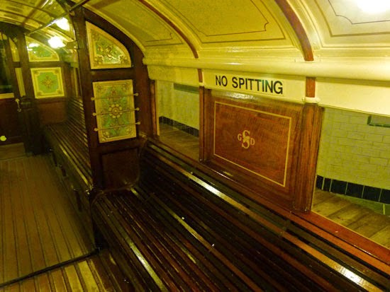 No spitting, subway, Scottish transport, Glasgow underground