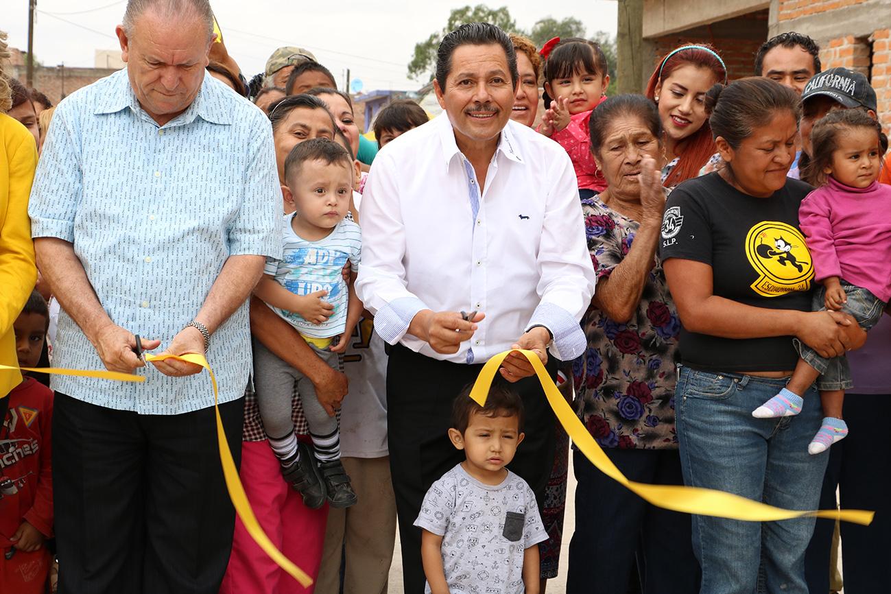 RICARDO GALLARDO ENTREGA PAVIMENTACIONES EN LOMAS DE LAS PALMAS